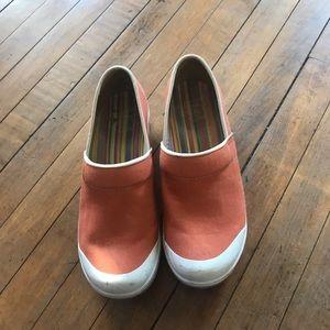 Dansko frabic, Orange nursing shoes